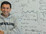 El académico de la Facultad de Ingeniería Ricardo Bustos desarrollará el Proyecto MARI, para luego iniciar mediciones de baja frecuencia.