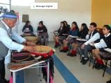 El Facilitador Intercultural de la sede explicó parte de la muestra de la cultura mapuche que se realizó para la ocasión.