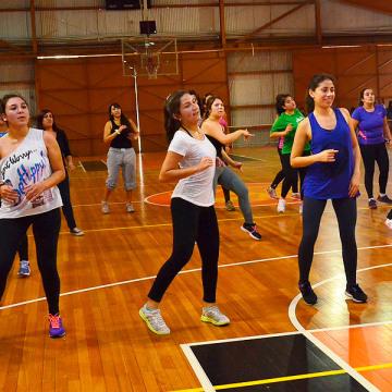 Los estudiantes disfrutaron de baile entretenido y fútbol tenis.