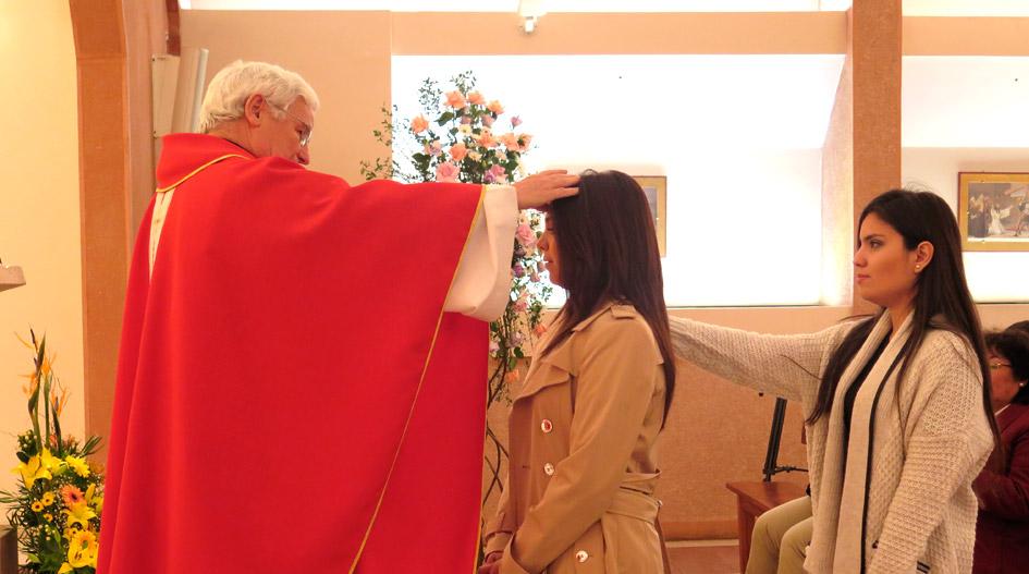 Un compromiso de fe: extranjeras reciben sacramentos