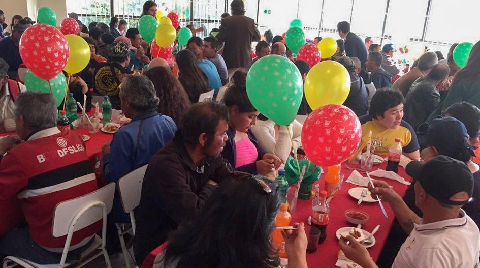 Cerca de 180 personas en situación de calle compartieron cena de Navidad en la UCSC
