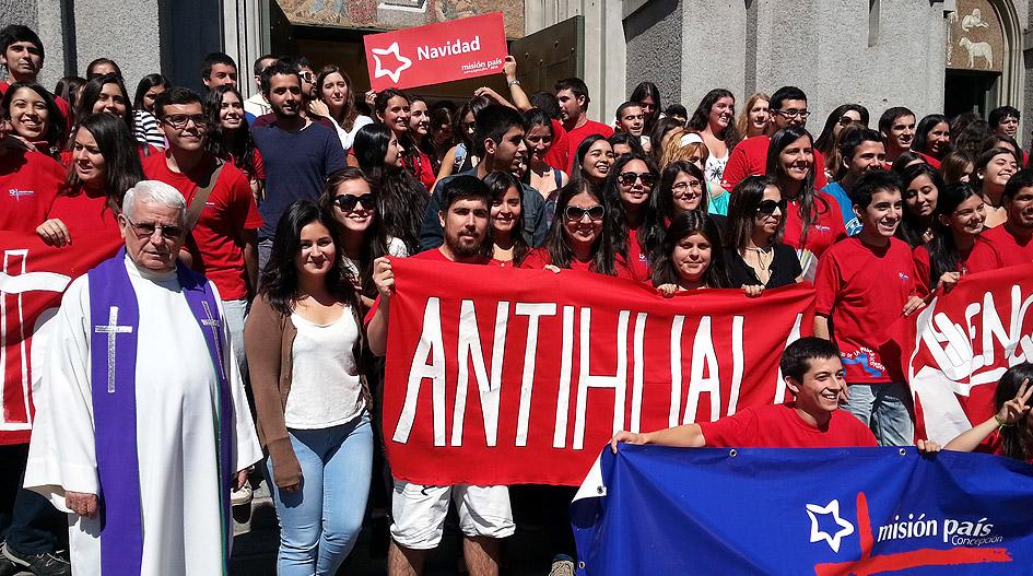 Antihuala recibe a misioneros de la UCSC en tradicionales trabajos de verano