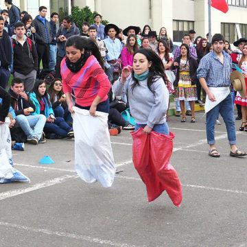 Alumnos de Educación Física aplicaron conocimientos y realizaron celebración de Fiestas Patrias