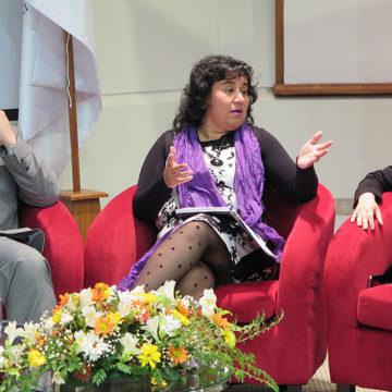 Comunicadores reflexionan sobre la cobertura mediática de la mujer en Chile