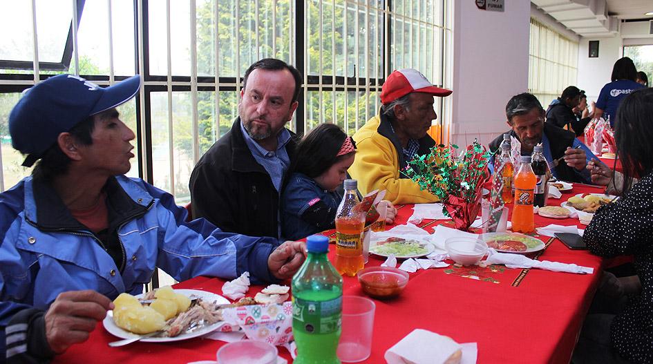 UCSC abrió sus puertas a más de 130 personas del Hogar de Cristo en tradicional Cena Navideña