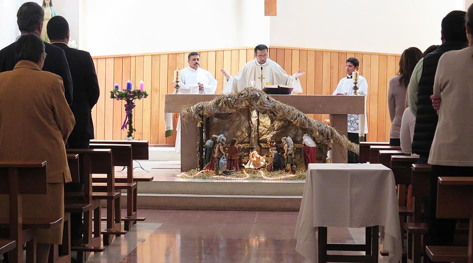 Comunidad Universitaria se impregna del espíritu navideño en eucaristía