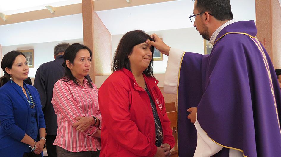 Eucaristía de Miércoles de Cenizas dio inicio a periodo de Cuaresma en la UCSC