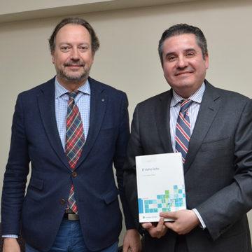 """Profesor de Derecho presentó libro sobre """"El Daño Lícito"""""""