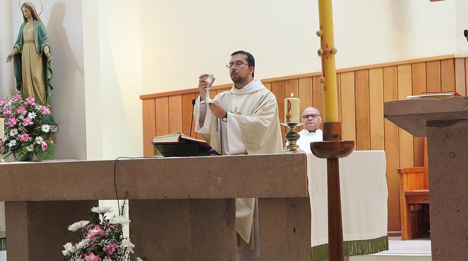 Ambiente de júbilo y esperanza marcó Eucaristía de Resurrección en la UCSC