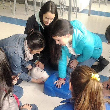 Estudiantes de Educación de Párvulos realizan taller de primeros auxilios junto a IT sede Talcahuano