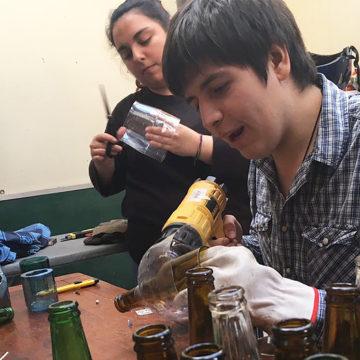 Estudiantes de la UCSC son finalistas en concurso nacional que busca reutilizar el vidrio