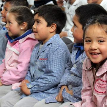 Títeres enseñan hábitos saludables a escolares de la zona