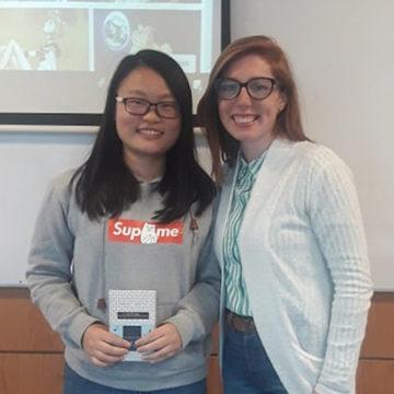 Destacada escritora de fanfiction interactuó con estudiantes extranjeros en la UCSC