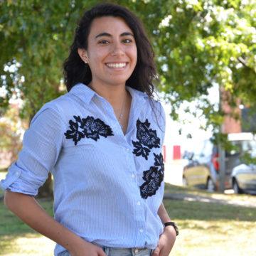 """Alumna de Química Ambiental recibe reconocimiento como """"mujer destacada"""" de Talcahuano"""