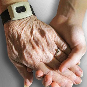 Cuidadores informales de adultos mayores recibirán capacitación mediante proyecto de Enfermería