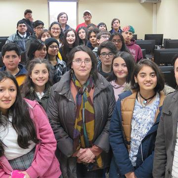 Escolares destacados aprenden inglés en la UCSC a través de proyecto FAE de Educación