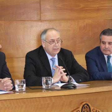 Derecho presenta libro en memoria del jurista Nelson Vera Moraga