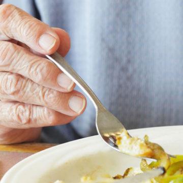 Académica explica relevancia de comidas caseras en personas mayores durante pandemia